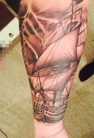 手臂黑白灰风格点刺技巧几何元素帆船纹身图片