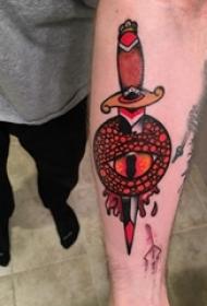 匕首纹身图案 男生手臂上匕首纹身图案