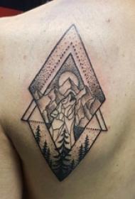 男生背部黑灰素描点刺技巧创意文艺风景纹身图片