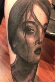 男生手臂上黑灰素描点刺技巧唯美女生人物纹身图片