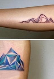 女生手臂上彩绘点刺技巧线条几何山脉纹身图片