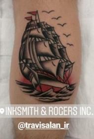 男生小腿上黑灰素描点刺技巧霸气帆船纹身图片
