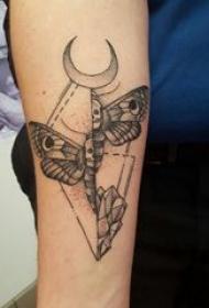 蝴蝶纹身图片 女生手臂上蝴蝶纹身图片