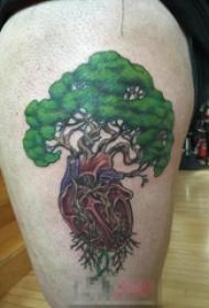 男生大腿上彩绘抽象线条心脏和生命树纹身图片