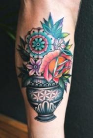 男生小腿上彩绘水彩素描创意文艺唯美花朵纹身图片
