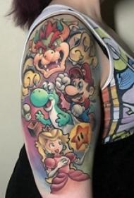 手臂纹身素材 女生手臂上彩色的卡通纹身图片