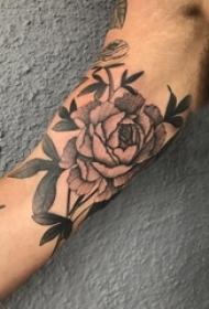 文艺花朵纹身 男生手臂上花朵纹身唯美图片