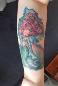 纹身美人鱼图案 女生手臂上彩绘纹身美人鱼图案