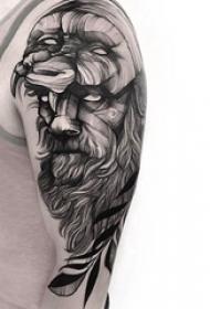 双大臂纹身 男生大臂上面具和人物肖像纹身图片