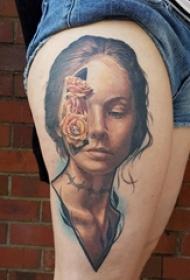 臀部纹身 女生臀部花朵和人物肖像纹身图片
