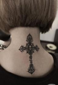 十字架个性颈部纹身