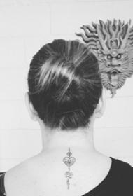 心形纹身图片 女生脖子上心形纹身图片