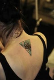 背部三角眼睛纹身