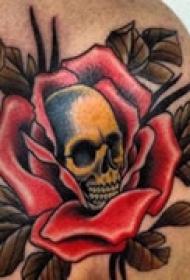 艺术骷髅肩部纹身