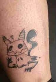 纹身卡通 男生小腿上黑色的皮卡丘纹身图片