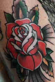花朵纹身 男生小腿上文艺花朵纹身图片