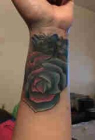 欧美玫瑰纹身 男生手腕上欧美玫瑰纹身图片