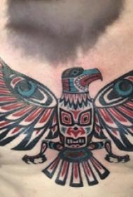 鸟纹身 男生胸部鸟纹身图片