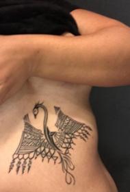 飞龙纹身图 男生侧肋上飞龙纹身图案