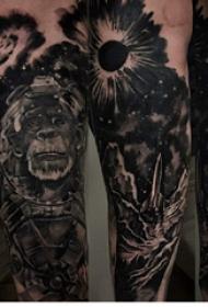 纹身黑色 男生手臂上黑色的猴子纹身图片