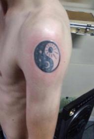 纹身八卦图 男生手臂上八卦纹身图案