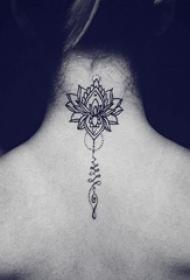 颈部纹身设计 女生颈部黑色的莲花纹身图片