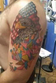 大臂纹身图片 男生大臂上三角形和老鹰纹身图片