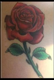 玫瑰纹身 男生手臂上玫瑰纹身图片