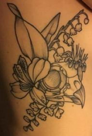 文艺花朵纹身 女生侧肋上文艺花朵纹身图片