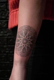 几何和花纹身图案  女生手臂上几何和花纹身图片