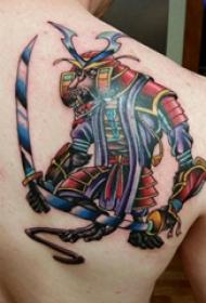 武士纹身  男生肩部彩色的武士纹身图片