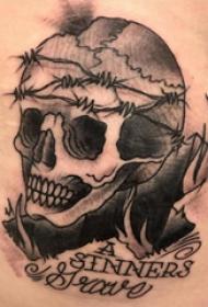 骷髅纹身 男生后背上英文和骷髅纹身图片