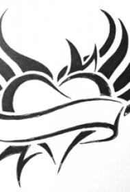 心形纹身手稿 简单线条纹身黑色心形纹身手稿