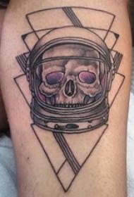 骷髅纹身 男生小腿上三角形和骷髅宇航员纹身图片