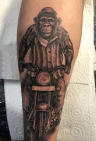 纹身猴子  男生手臂上黑灰的猴子纹身图片
