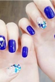 高贵优雅的时尚宝蓝色美甲图片大全