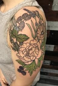 花卉纹身图案  男生手臂上彩绘的花卉纹身图片