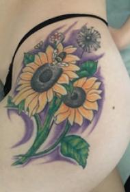 臀部纹身 女生臀部彩色的向日葵纹身图片