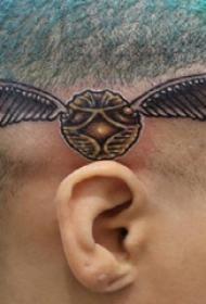 头上纹身图片  女生头上黑灰的昆虫纹身图片