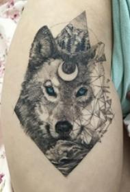 几何元素纹身 女生小腿上狼头和山水风景纹身图片