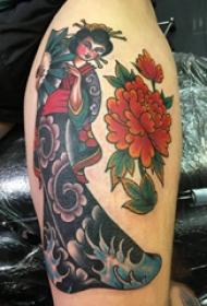 大腿纹身男 男生大腿上牡丹和艺妓纹身图片