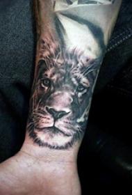 狮子王纹身   抽象与线条结合的狮子王纹身图案