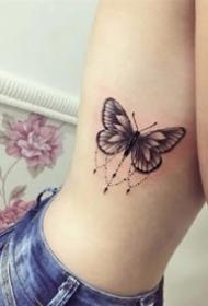 黑灰蝴蝶:一组创意的黑灰色蝴蝶纹身作品