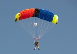 有挑战性的滑翔伞运动图片(14张)