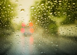 窗外的雨滴图片(15张)