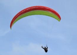 惊险刺激的滑翔伞运动图片(12张)