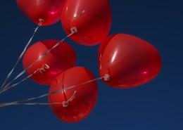 心形红气球图片(14张)