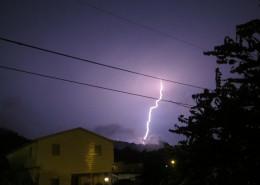 夜晚城市中的闪电图片(9张)