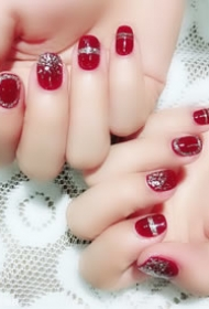 一组红红的有美好寓意的新娘美甲图片