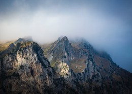陡峭的山峰图片(10张)